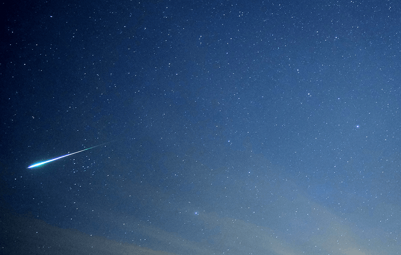 Leonid fireball photographed by Paul Sutherland