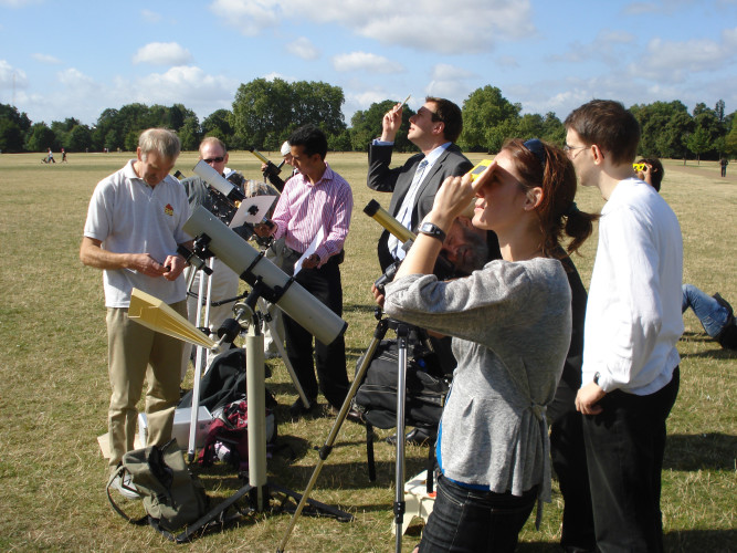 Members of the SPA helping the public view a partial eclipse safely in London's Hyde Park in August 2008
